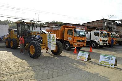 Moderno equipo caminero para abrir vías