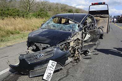 Un policía muere en choque con camión