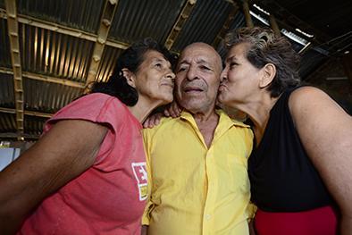 José Teodoro vive con sus dos amores
