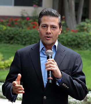 Peña Nieto recibe alta médica y dice estar bien