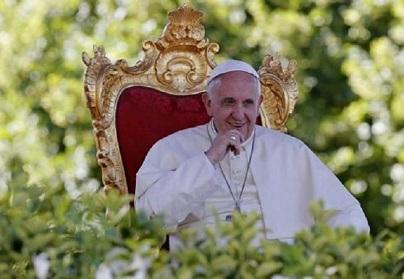 El papa mascaría coca en su visita a Bolivia