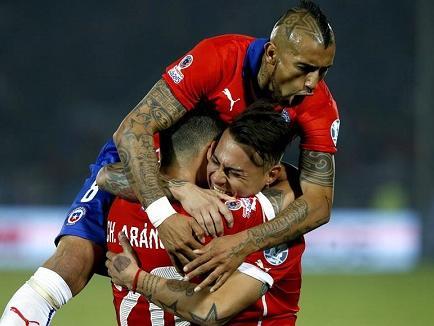 ¡CHILE A LA FINAL! Los anfitriones vencieron 2-1 a Perú