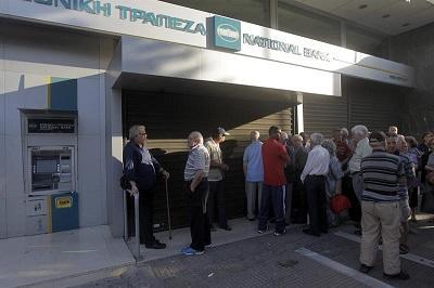 Grecia amanece con bancos cerrados en su primer corralito