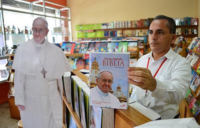 Llegada del papa Francisco hace vender más