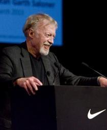 El cofundador de Nike anuncia su salida del consejo de administración