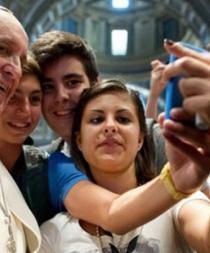 Operadora recomienda uso moderado de celulares en eventos del papa en Ecuador