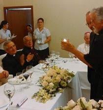 La comida familiar del papa Francisco con sus viejos amigos jesuitas