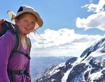 Niña neozelandesa de 11 años corona el nevado boliviano Illimani