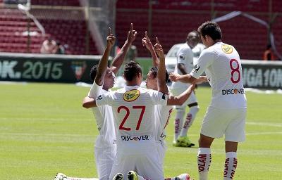 Liga de Quito vence por 2-1 a Emelec en Casa Blanca