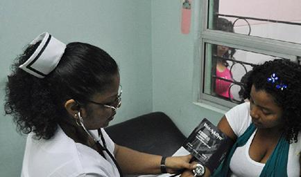 Suben salario de arranque  a enfermeros