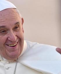El papa envió una carta a escritora de libros infantiles sobre parejas gays