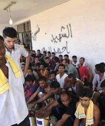 1.100 inmigrantes desembarcan en puertos italianos y continúan los rescates