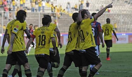 Barcelona golea 3-0 a Deportivo Quito en el Monumental