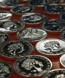 Una moneda conmemora el reinado de Isabel II, el más largo del Reino Unido