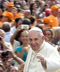 Silla construida por latinos espera por el papa para su visita a Nueva York