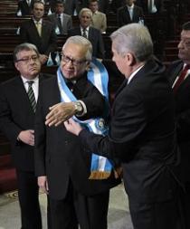 Abogado Alejandro Maldonado Aguirre jura como nuevo presidente de Guatemala