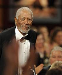Morgan Freeman asegura que trabajará hasta que no pueda levantarse de cama