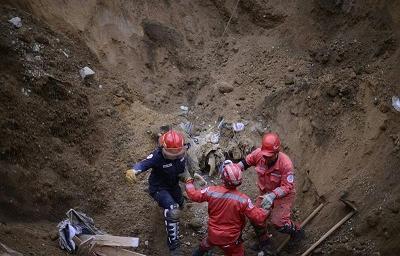 Reanudan labores de rescate y suben a 87 los muertos por alud