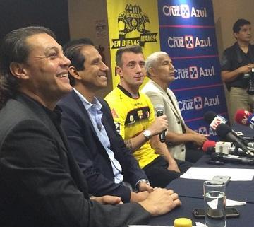 Damián Díaz firma contrato de cuatro años con Barcelona SC