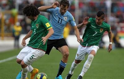 Uruguay vence a Bolivia y rompe maleficio de medio siglo en la altitud