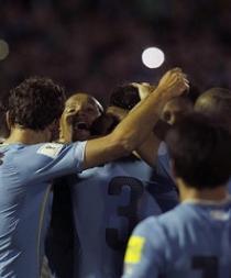 Uruguay venció 3-0 a Colombia con goles de Godín, Rolán y Hernández (Videos)