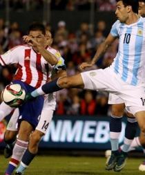 Argentina choca con la garra paraguaya y vuelve a decepcionar