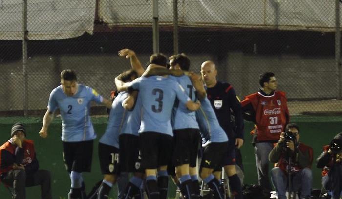 Uruguay venció 3-0 a Colombia con goles de Godín, Rolán y Hernández
