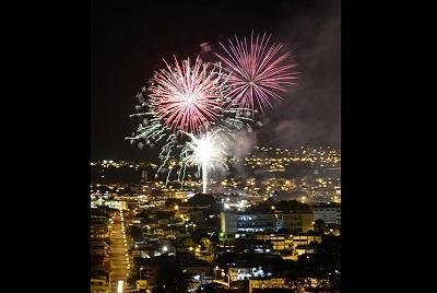 Celebración multicolor por los 195 años de  la independencia