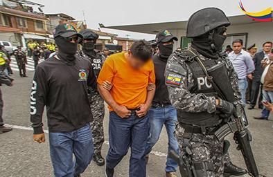 Dan la baja  a policía capturado en operativo