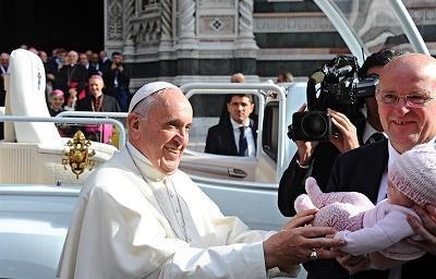 Obispo desea que un 'milagro' termine con la vida del papa Francisco