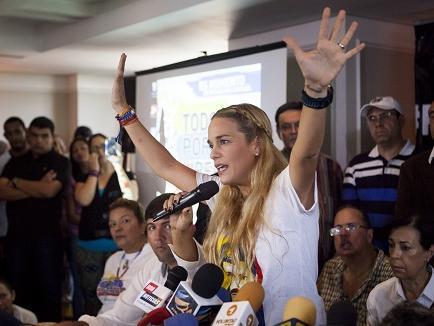 Tintori denuncia que un avión con opositores sufrió sabotaje en Venezuela