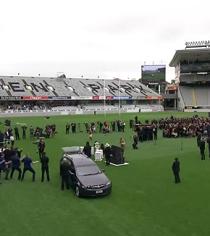 Despiden a la leyenda del rugby Jonah Lomu con cánticos y danza (VIDEO)