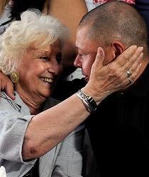 Nieto recuperado por Abuelas de Plaza de Mayo se reencuentra con su madre