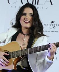 La hija de Alejandro Fernández se lanza como cantante en su cumpleaños 18
