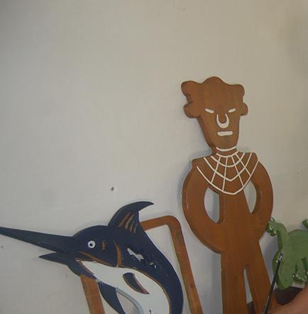 Hace Figuras Con Material Reciclable El Diario Ecuador
