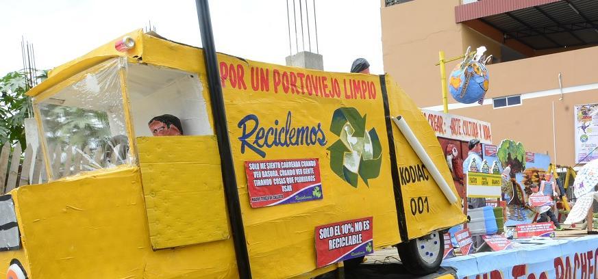 """""""Reciclar es crear, arte, cultura y vida"""" gana el concurso de Años Viejos en Portoviejo"""