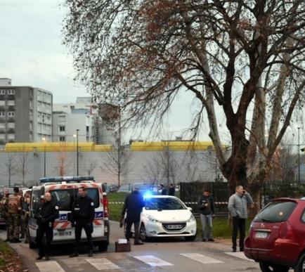 Militares hieren de bala en Valence a dos hombres de un coche que les atacó