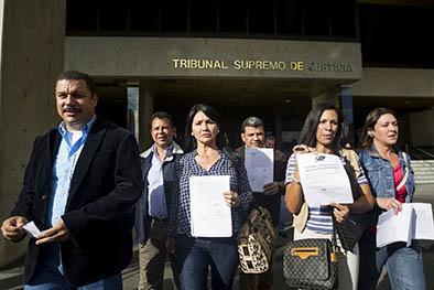 Tribunal deja a la oposición con tres menos