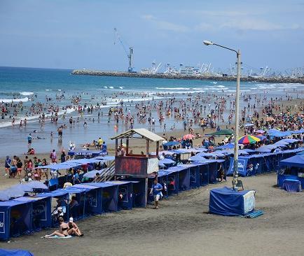 Manta recibe a más turistas en el segundo día del feriado