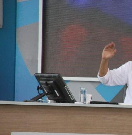 Correa espera se superen 'problemas' en negociaciones con Oxy