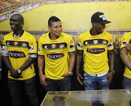 Tres clubes ecuatorianos pasan de nueve fichajes
