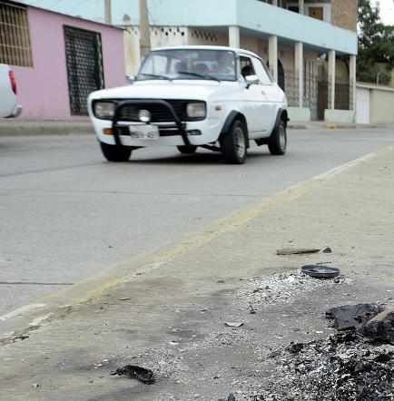 """Quemaron """"años viejos"""" en calles y veredas que habían sido regeneradas"""