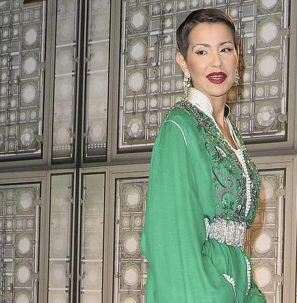 Hermana del rey de Marruecos invitó a un barrio entero a la cena de Nochevieja