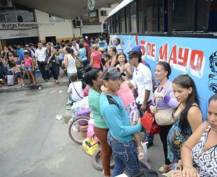 Caótico retorno de los turistas al final del feriado