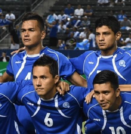 Futbolistas salvadoreños ofrecen disculpas públicas por huelga