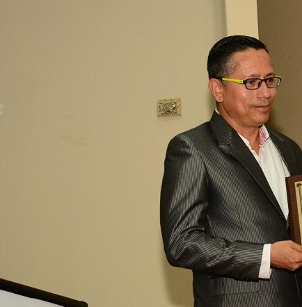 Facultad de Comunicación de la ULEAM entrega reconocimiento a periodistas