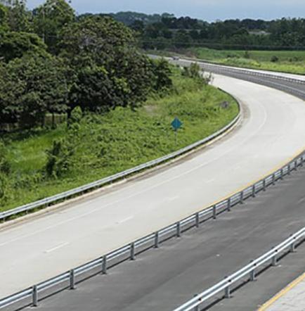 Correa inaugura anillo vial  y entrega 204 viviendas