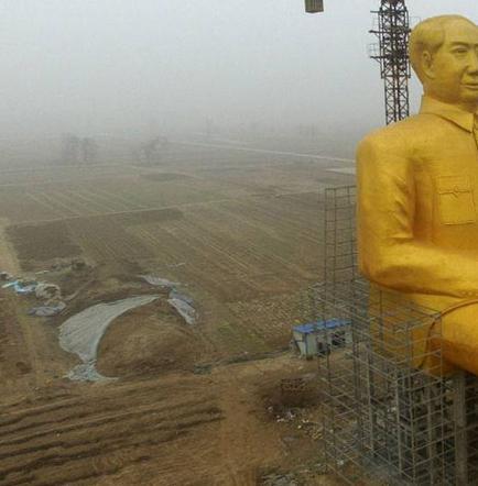 Erigen estatua gigante  dorada para Mao Tse Tung