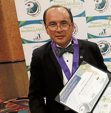 Reconocen trayectoria de médico ecuatoriano