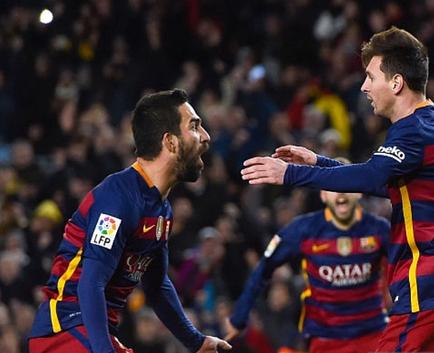 El Barça venció 4-1 al Espanyol que acabó con 9 jugadores